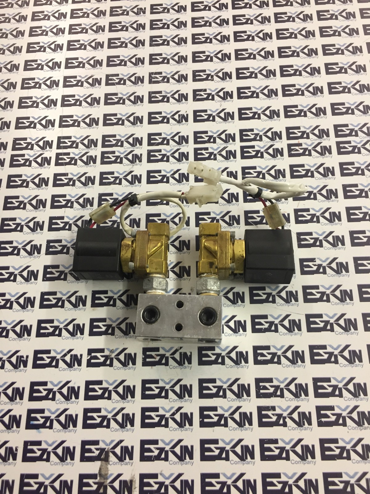 SMC Solenoid Valve VXZ2230-03-5GS1 24vdc coil TWO and ADAPTER MODULE VALVE
