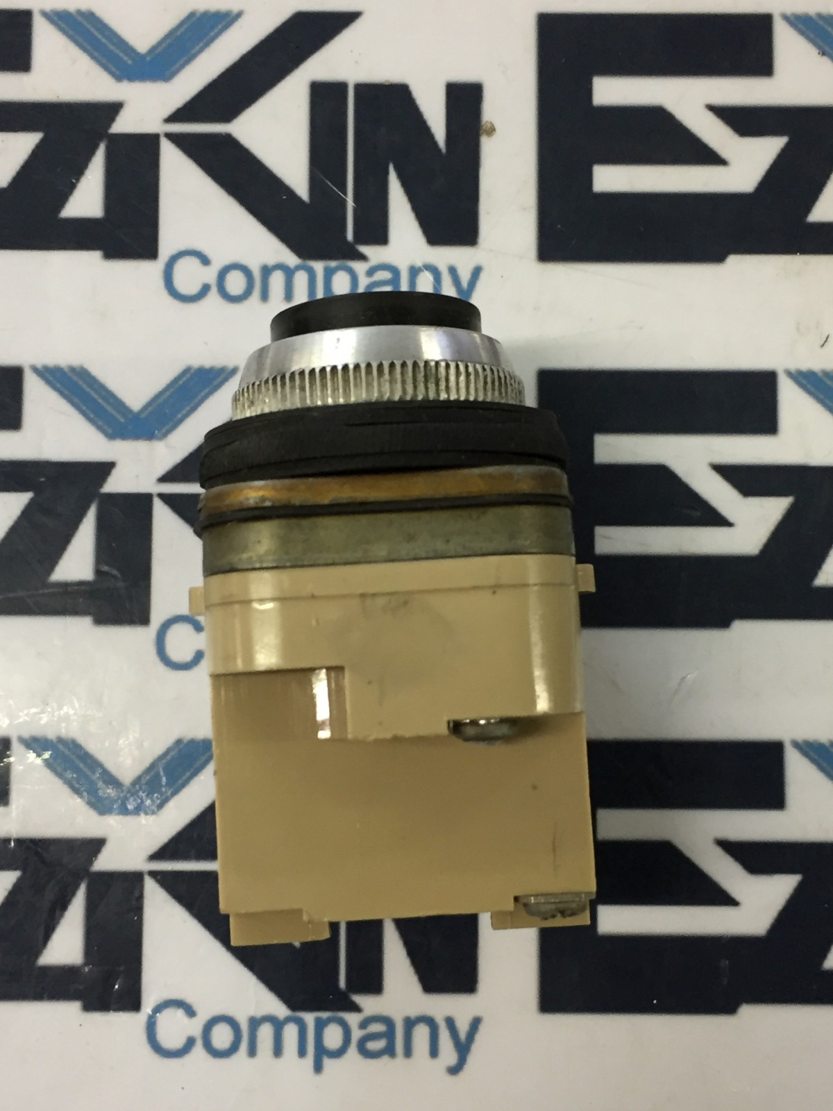 Namco Control E0450-14422 pushbutton switch black as is