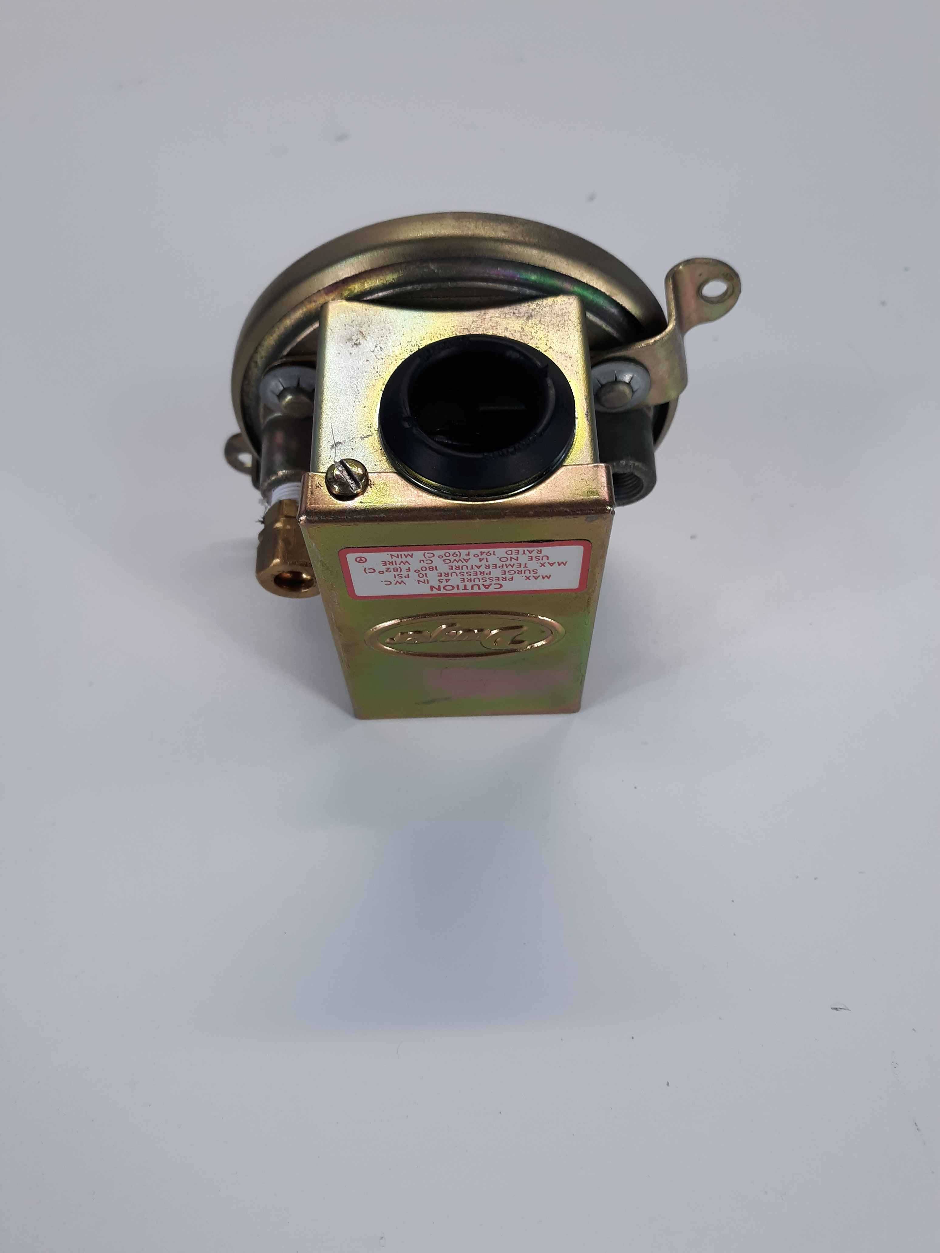 Dwyer Instruments Differential Pressure Switch, 19101
