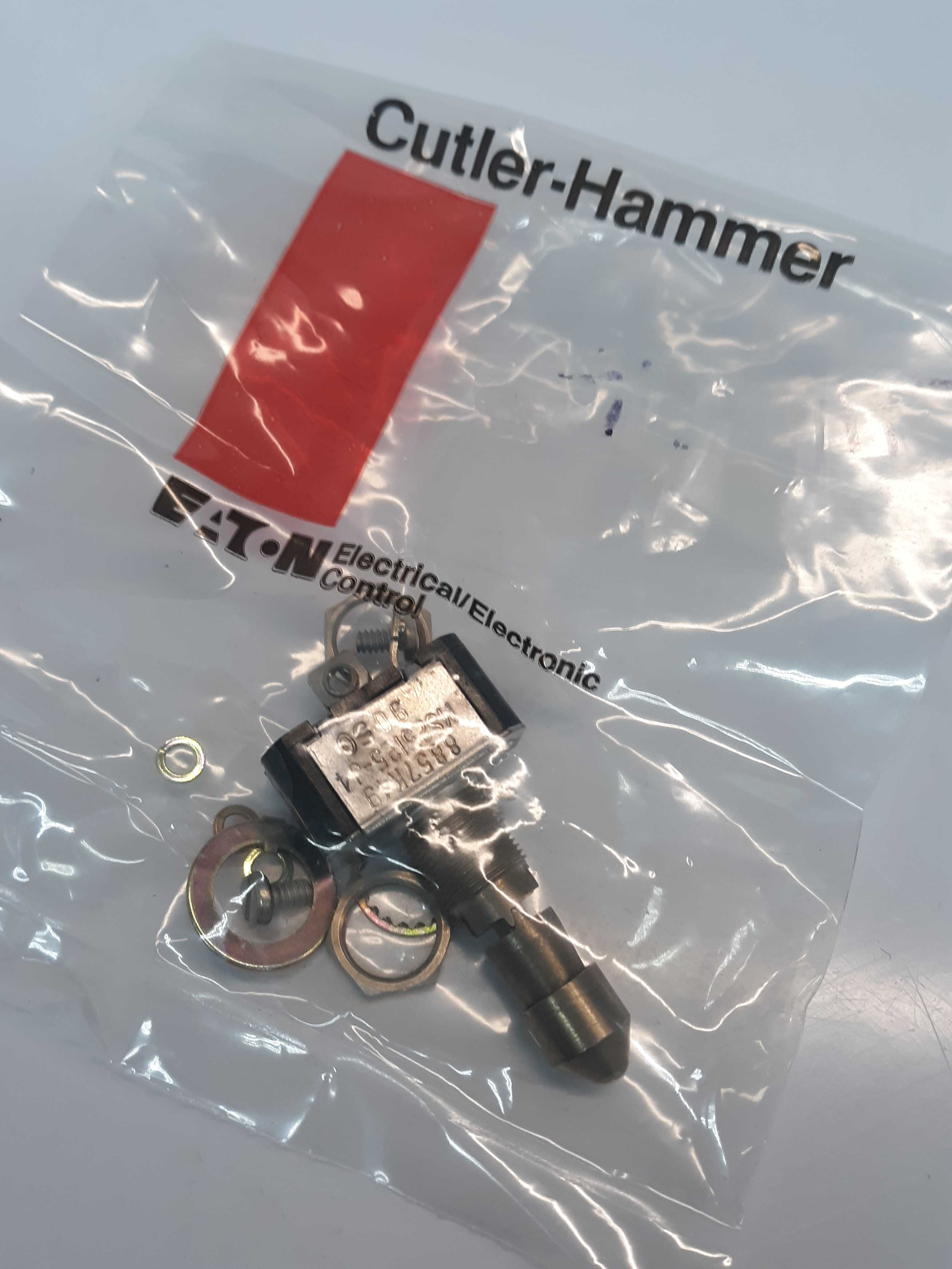 Cutler Hammer MS25125-J4 Toggle Switch ON OFF 8857K49